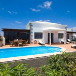 new villa in Playa Blanca with lot of extras