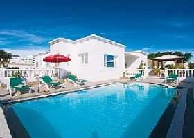 Villa for sale with private pool in Puerto Calero