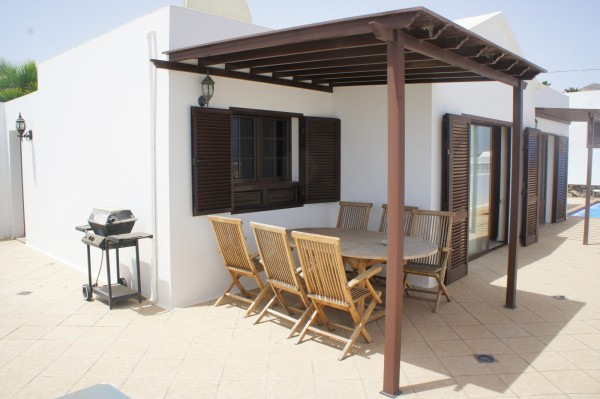 lovely bungalow with sea views in Tias for sale residencial area