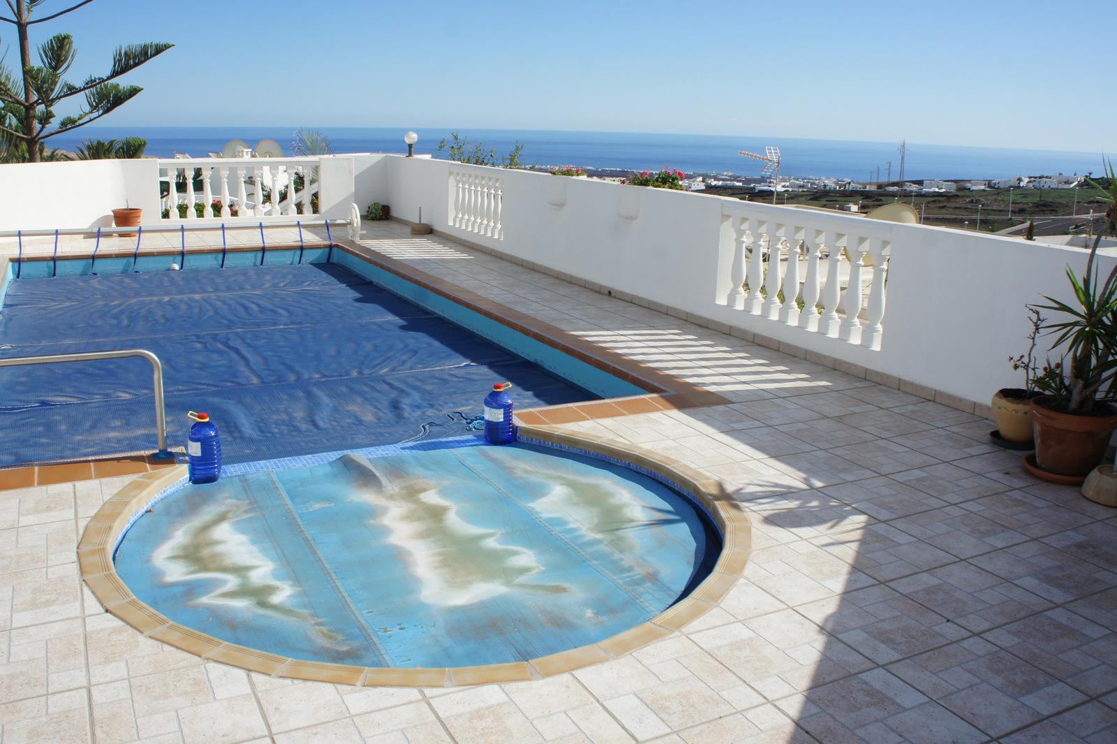 Villa en tias con vistas estupendas piscina privada y for Villas en lanzarote con piscina privada